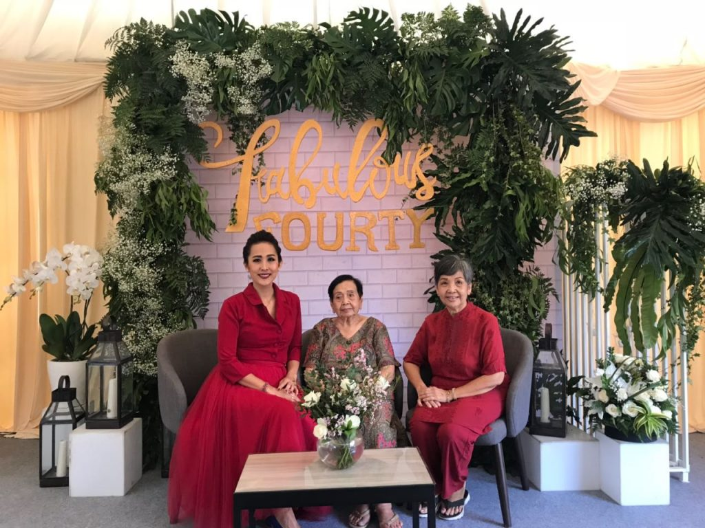 Owners of New Melati. Bali picture news