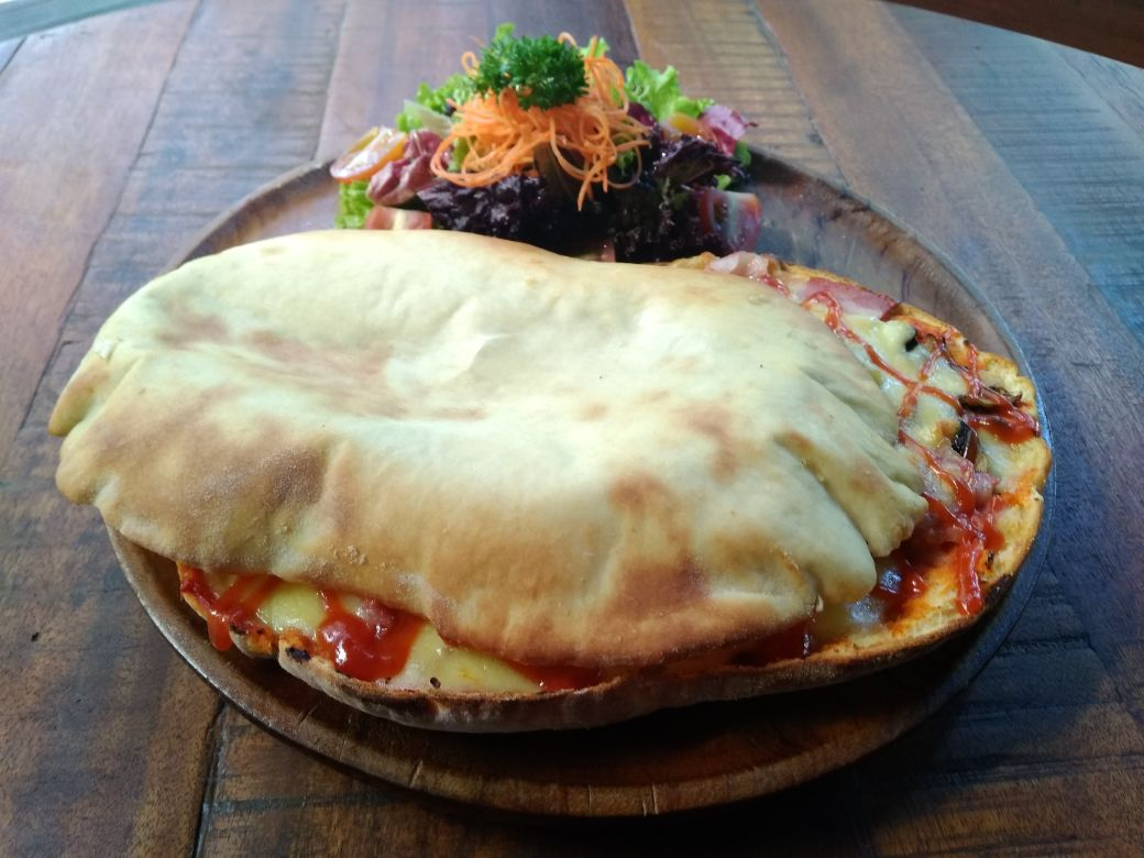 Panuozzo Pizza. balipicturenews.com