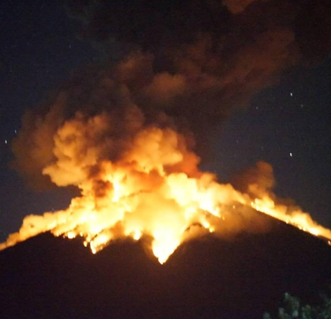 Mount Agung released lava on its latest eruption on Monday night at 09:04 p.m. (Image: PVMBG).