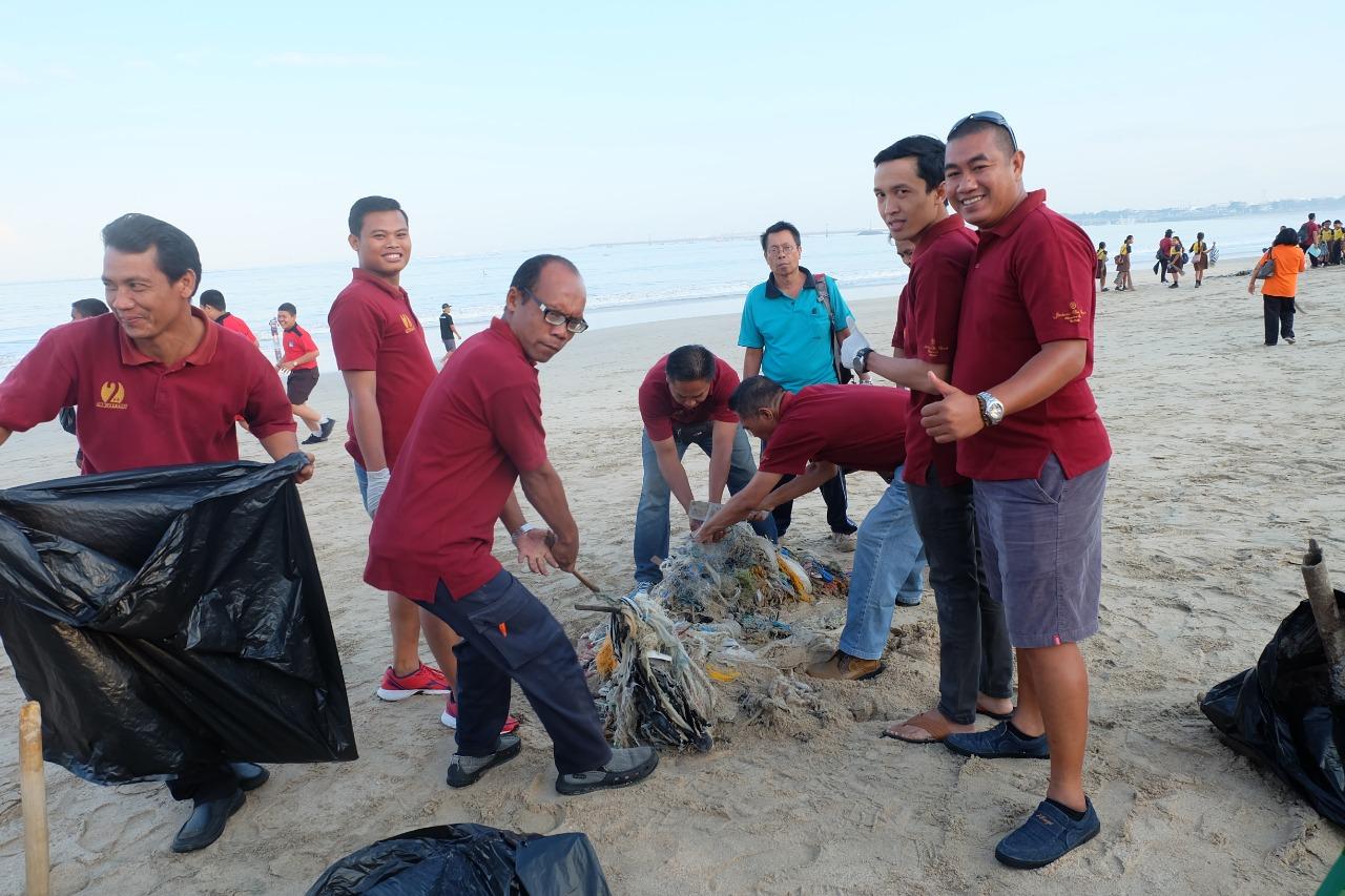 World Clean up day at Kedonganan beach.