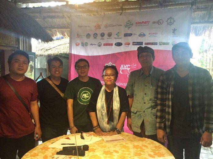 Bali NGOs and organizer of World AIDS Day Concert 2018 on a press conference at Warung Kubu Kopi, Denpasar, on Thursday.