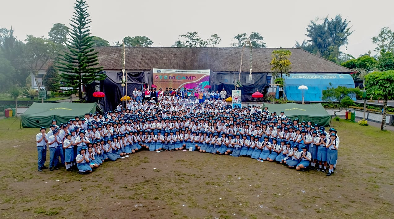Students of SMAN 1 Kintamani at the STEM CAMP.
