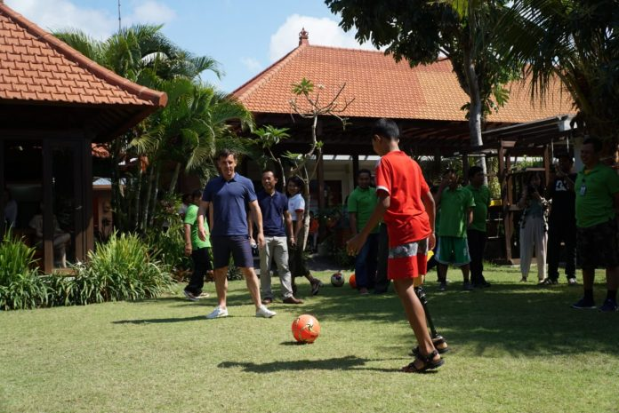 Gary Neville give coaching clinic for amputees in ALC.