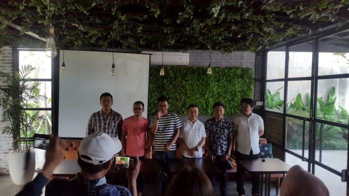 Press Conference of Anugerah Musik Bali Award at Loh Coffee & Eatery, Denpasar, on Friday.