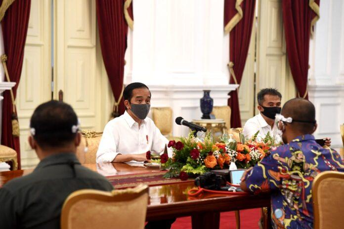 President Joko Widodo on a meeting with Journalists at the Merdeka Palace, Jakarta, Monday. (bpn/ BPMI Setpres/Rusman)