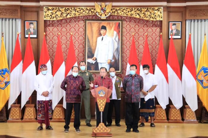Governor Koster in a press conference on the new Circular related to year-end holidays. (Picture: Pemprov Bali)