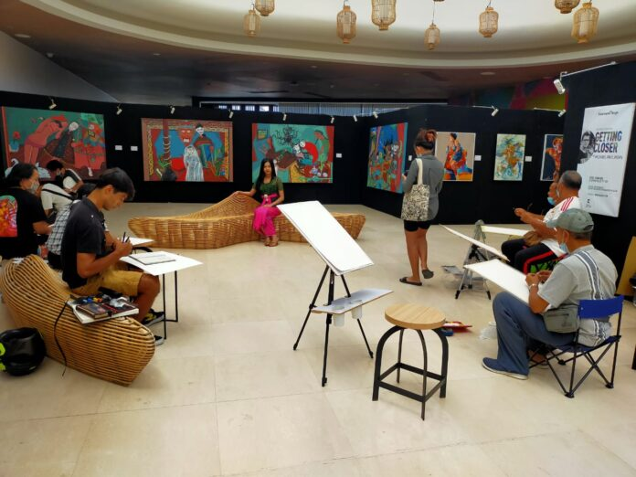 Live painting competition at Seminyak Village mall on Monday.