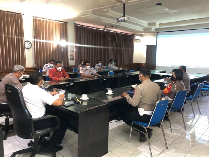 The meeting for Odd-even traffic policy at Bali Transportation Agency, Friday (17/9/2021).